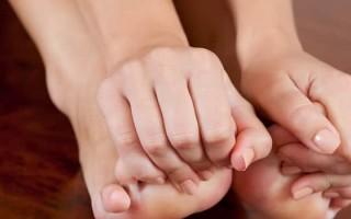 Немеют ноги: причины, симптомы, лечение