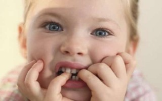 Почему у ребенка появился нервный тик: причины и методы устранения