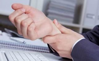 Почему сводит руки: возможные причины