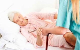 Тактика лечения при инсульте у пожилых людей: выбор стратегии и лекарств