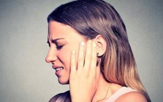 Онемело ухо: что могло спровоцировать, как лечить