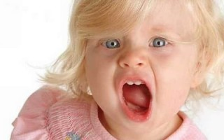 Причины вокальных тиков у взрослых и детей