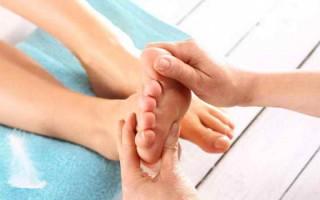 Какие причины приводят к тому, что сводит ступни ног в разное время суток