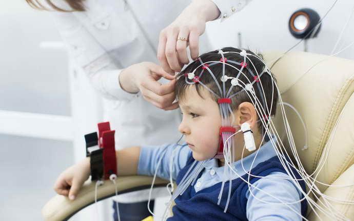 Процедура ЭЭГ головного мозга безвредна для детей