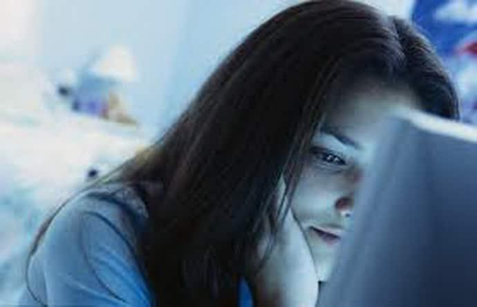 Бессонница у подростков: особенности, причины и симптомы