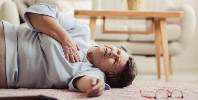 Первые симптомы инсульта у мужчин и женщин: что делать при признаках инсульта