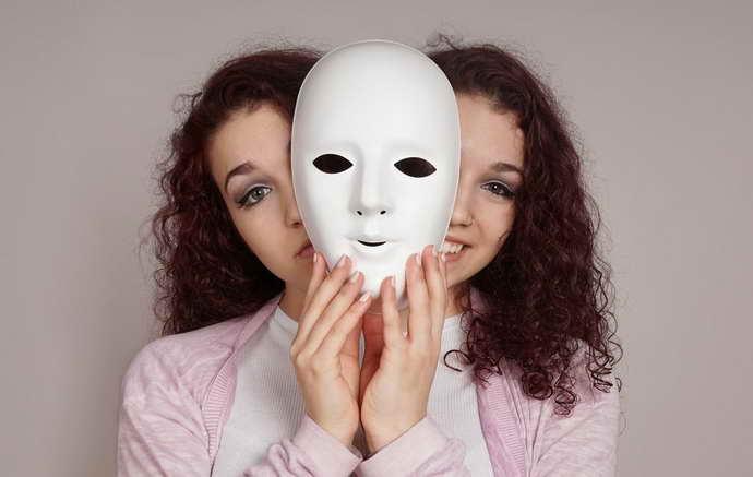 симптомы мигрени у женщин начало