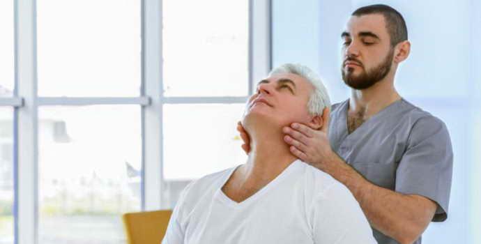 Защемление нерва в шейном отделе: первая помощь и лечение