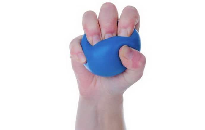 Теннисный мячик при онемении рук