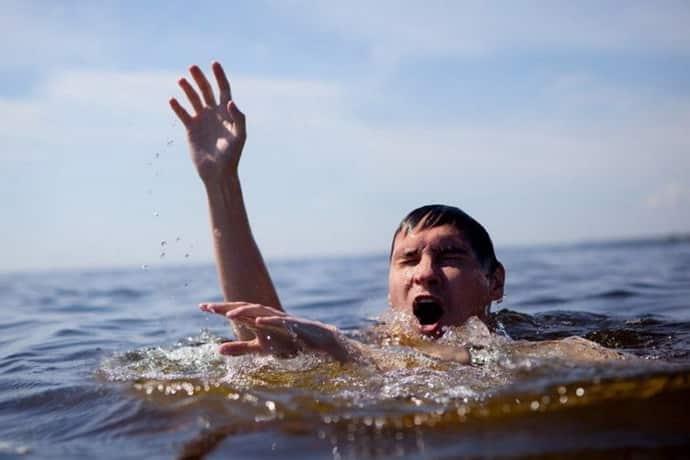 Что сделать при судороге на воде
