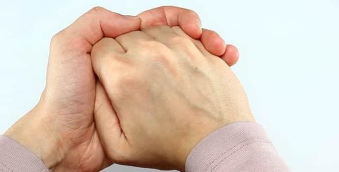 Сводит пальцы рук: причина, что делать и как лечить