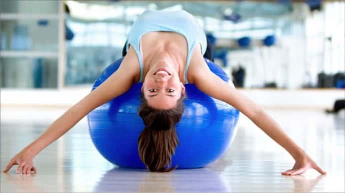 Как выполнять упражнения с фитболом