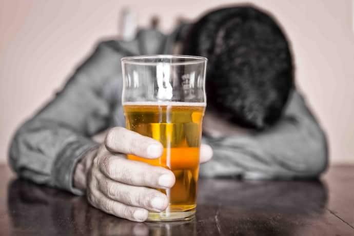 Почему возникает бессонница после запоя