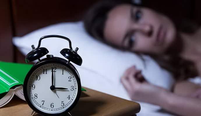 Почему возникает бессонница при всд