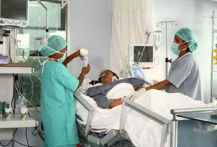 Использование зонда для кормления больного при нарушении глотательного рефлекса после инсульта