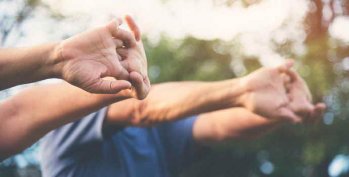Как восстановить руку после инсульта — полезные советы