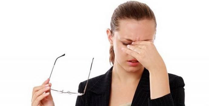 Немеет голова: причины, сопутствующие симптомы, лечение