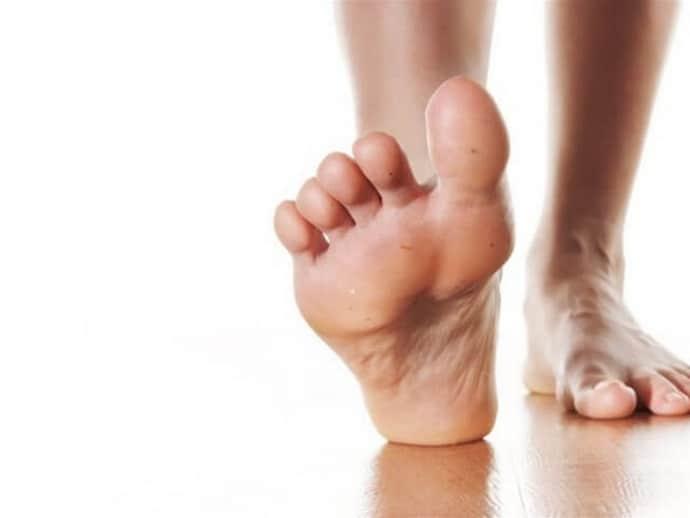 Немеет левая нога: насколько это опасно