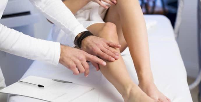 Немеет нога от бедра до колена: что делать