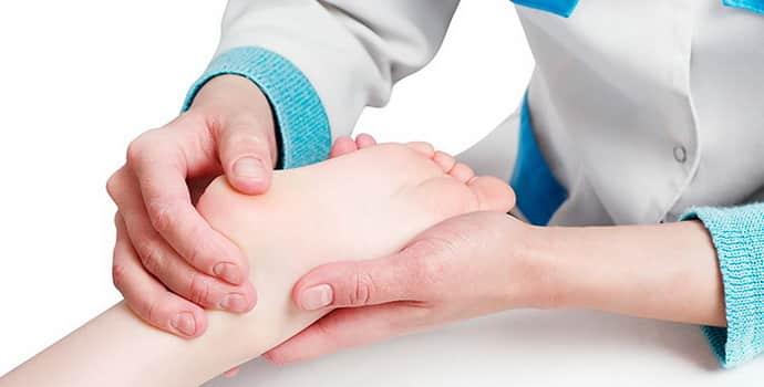 Немеет пятка левой ноги: причины, симптомы, лечение