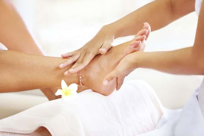 Поможет ли массаж ног