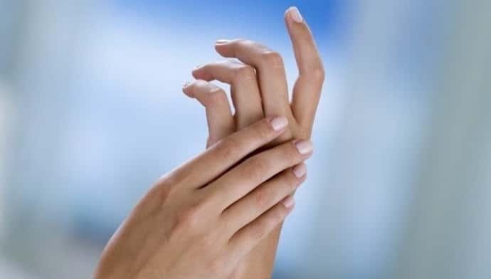 немеют пальцы рук причина и что делать