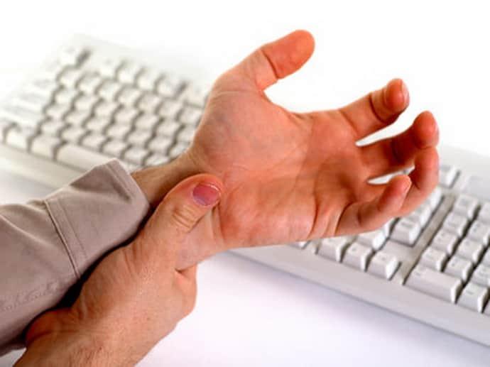 От работы на компьютере немеют пальцы рук