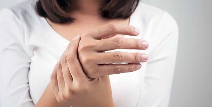 Немеют руки при беременности: причины, сопутствующие симптомы, лечение