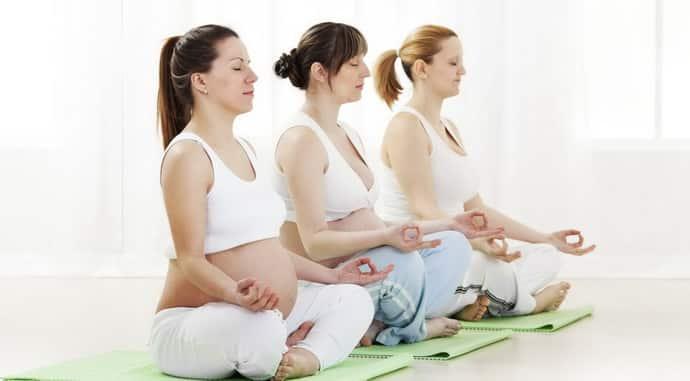 Почему немеют руки у девушек при беременности
