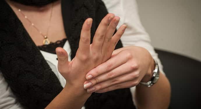 Неврит плечевого нерва: причины, симптомы, лечение