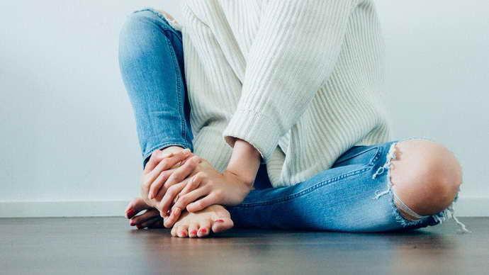 какой симптоматикой проявляется остеохондроз тазобедренного сустава