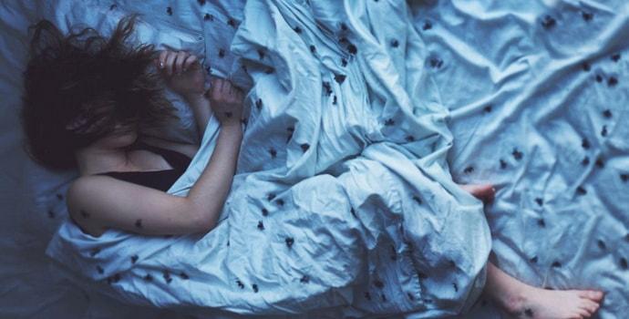 Почему когда засыпаешь дергаешься и просыпаешься