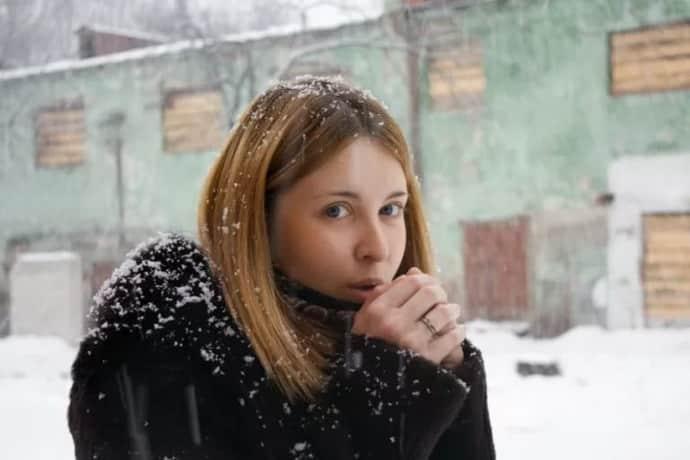 Почему сводит руки от холода
