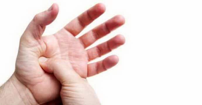 Почему трясутся руки с похмелья по утрам: виды тремора