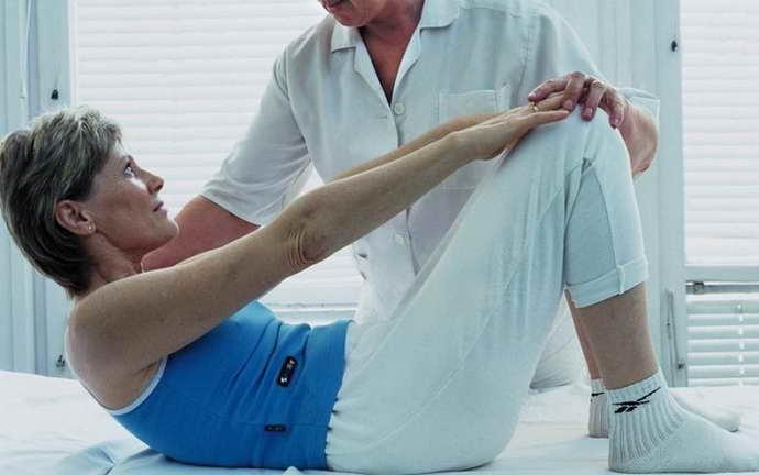 как оказать первую помощь дома если при грыже позвоночника немеет правая нога