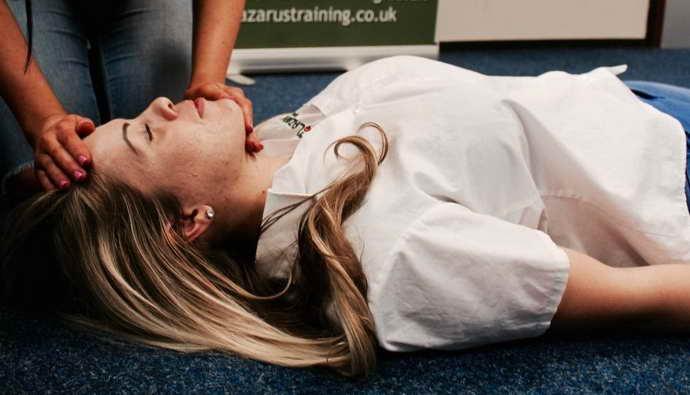 микроинсульт у женщин перенесенного на ногах первая помощь