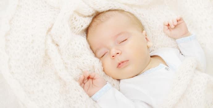 Грудничок дергается во сне и просыпается