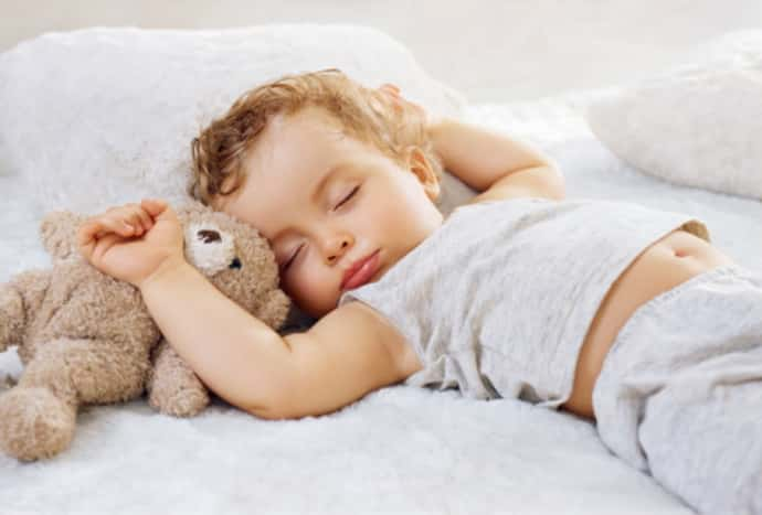 Почему ребенок дергается во сне