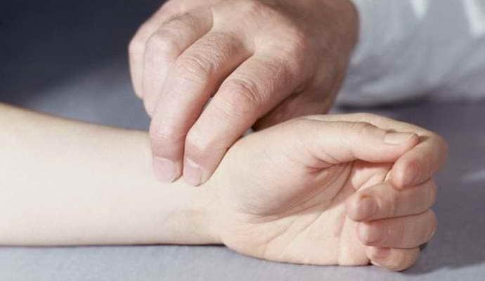 первые признаки при синдроме лестничной мышцы