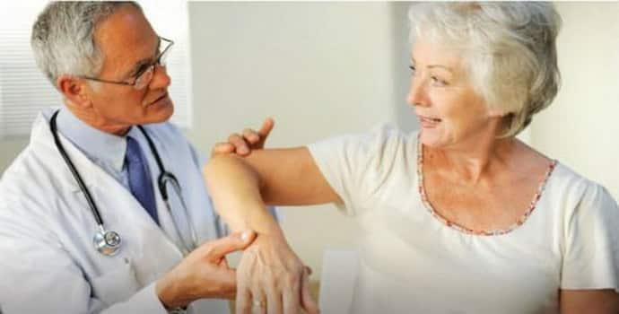 Причины судорог ног у пожилых людей и лечение