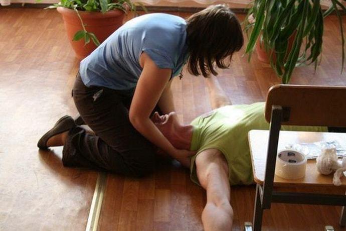 Как диагностировать судороги после инсульта у мужчин