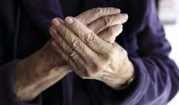 Симптомы старческого тремора