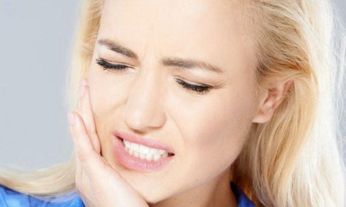 Почему возникает тризм челюсти