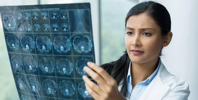 Воспаление спинного мозга: виды и схема лечения патологии